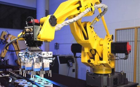 Fanuc robot with 6 grippers